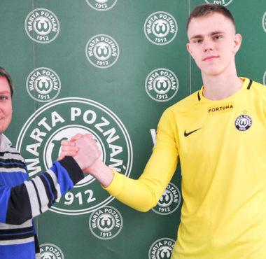 Konrad Syldatk (Warta Poznań) i dyrektor sportowy Warty Poznań Dawid Frąckowiak