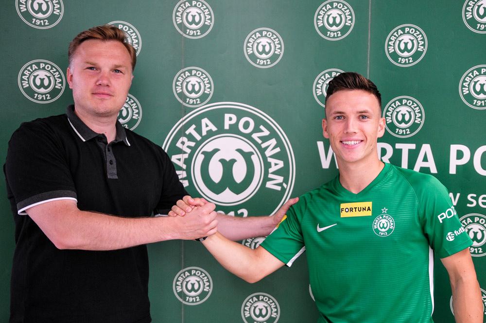 Gracjan Jaroch i dyrektor sportowy Warty Poznań Robert Graf