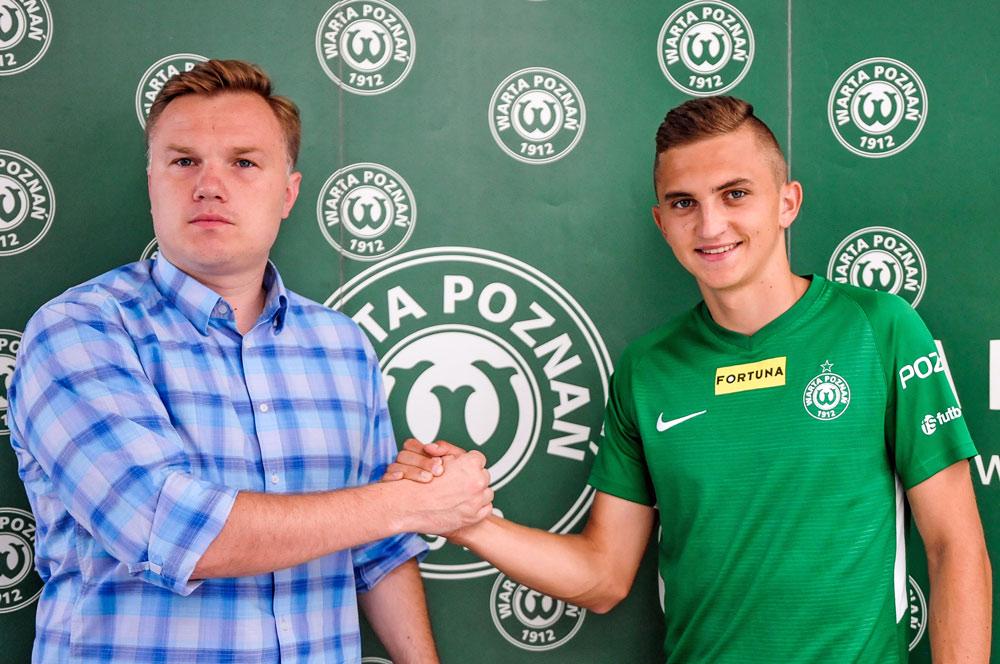 Wiktor Długosz i dyrektor sportowy Warty Poznań Robert Graf