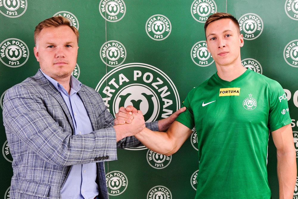Mateusz Kupczak i dyrektor sportowy Warty Poznań Robert Graf