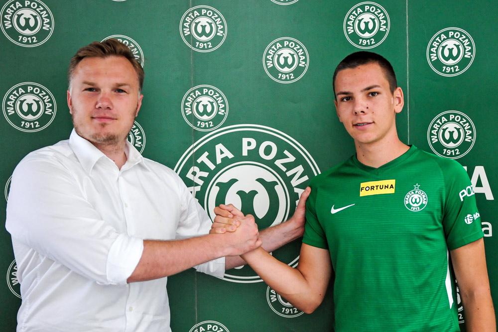 Sebastian Olszewski i dyrektor sportowy Warty Poznań Robert Graf