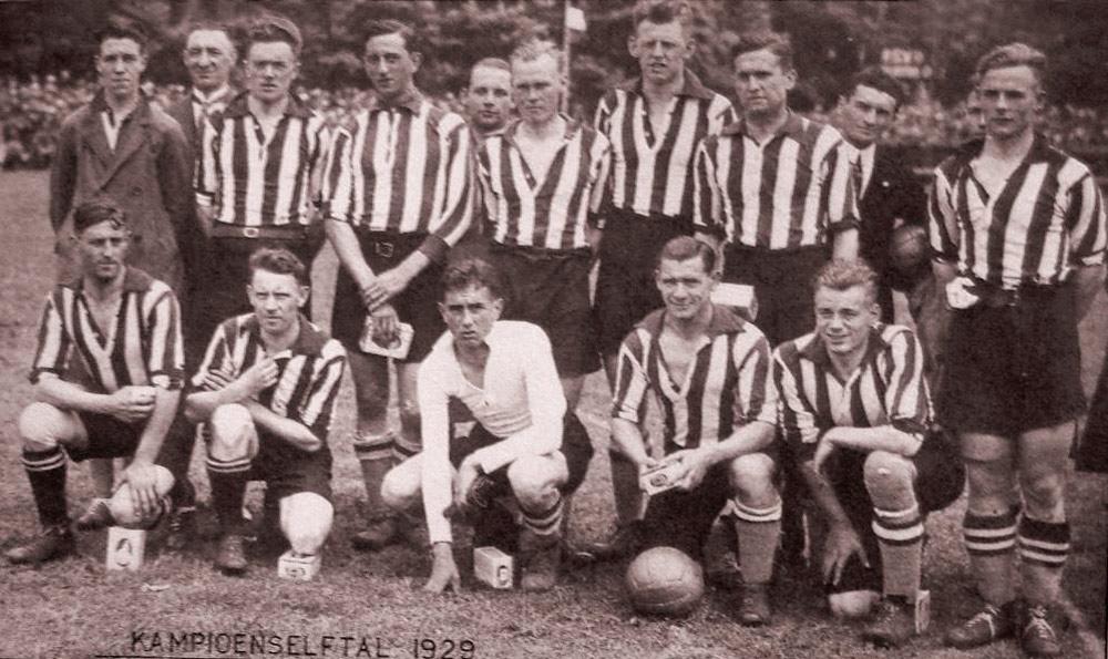 Drużyna Philipsa Eindhoven z 1929 roku, gdy grała z Wartą Poznań