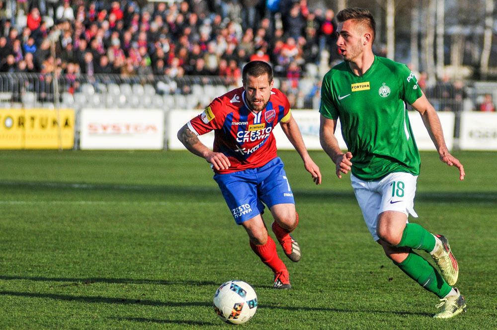 Bartosz Kalupa (Warta Poznań) w meczu z Rakowem Częstochowa