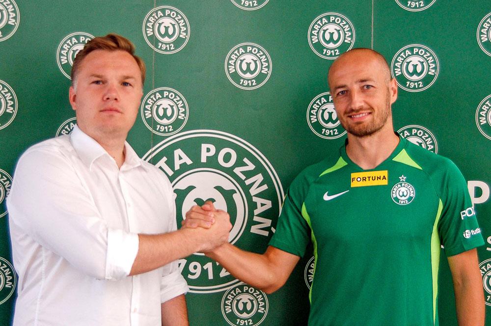 Łukasz Trałka i dyrektor sportowy Warty Poznań Robert Graf