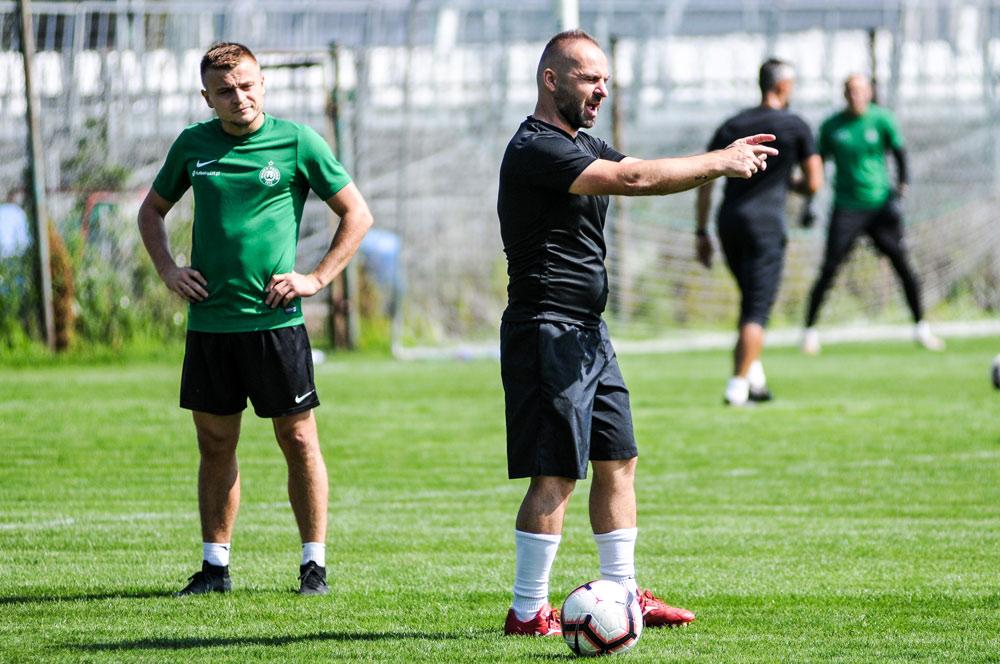 Trener Warty Poznań Piotr Tworek na treningu