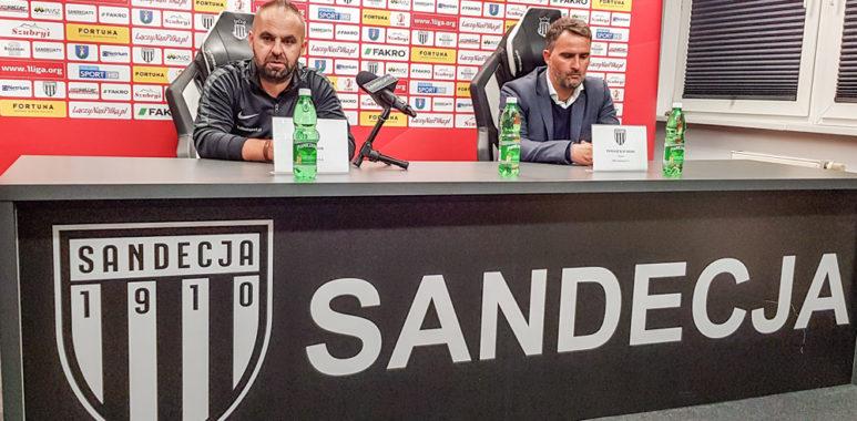 Trener Warty Poznań Piotr Tworek i trener Sandecji Nowy Sącz Tomasz Kafarski
