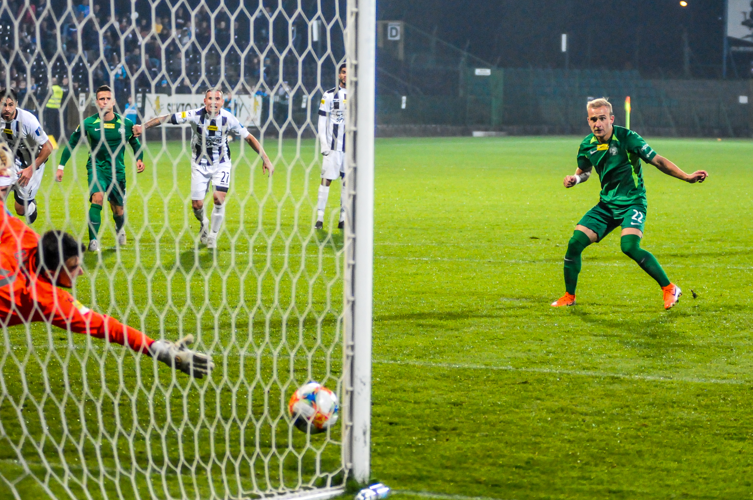 Sandecja Nowy Sącz - Warta Poznań 1:2. Robert Janicki strzela gola na 2:0 dla Warty