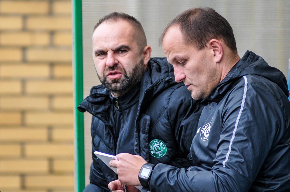Warta Poznań - Chojniczanka Chojnice 2:0. Trener Piotr Tworek i asystent Wojciech Tomaszewski
