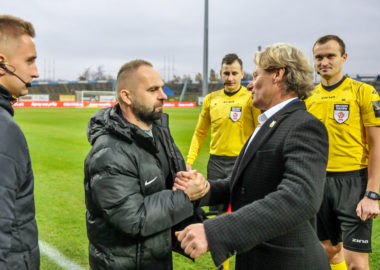 Stomil Olsztyn - Warta Poznań 1:3. Trenerzy Piotr Tworek i Piotr Zajączkowski