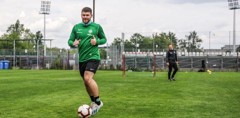Nikodem Fiedosewicz wrócił do treningów Warty Poznań
