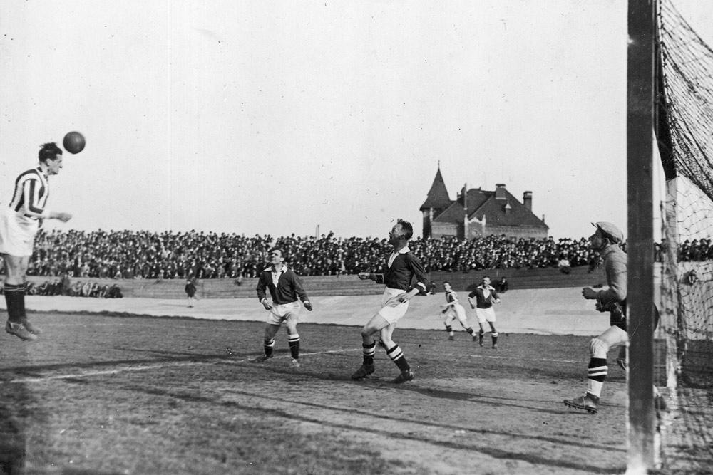 Mecz Cracovia - Warta Poznań w 1933 roku
