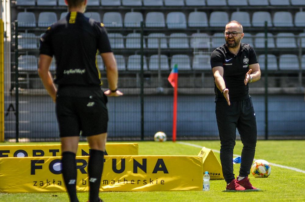 Miedź Legnica - Warta Poznań 0:0. Trener Piotr Tworek
