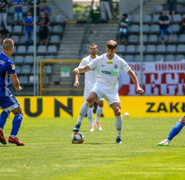 Miedź Legnica - Warta Poznań 0:0. Mateusz Kupczak