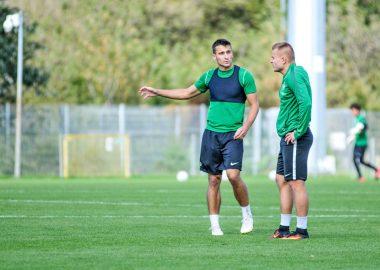 Jakub Kiełb i Michał Jakóbowski na treningu Warty Poznań