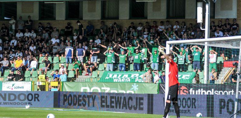 Kibice Warty Poznań na stadionie w Grodzisku Wlkp.