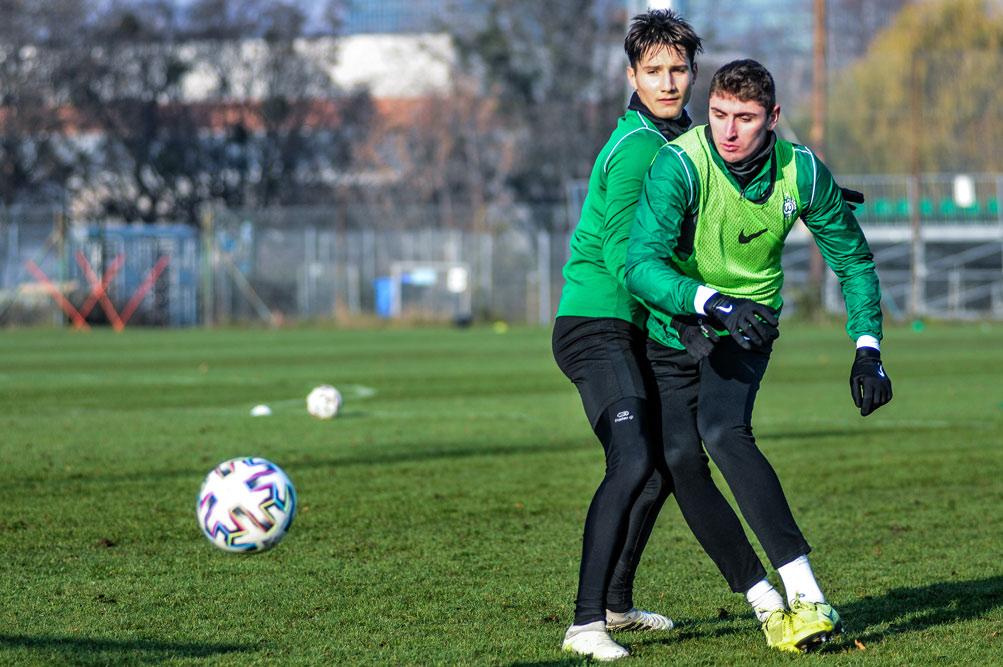 Mikołaj Stangel i Aleks Ławniczak na treningu Warty Poznań
