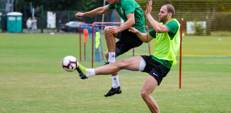 Mateusz Bodzioch i Kacper Pietrzyk na treningu Warty Poznań