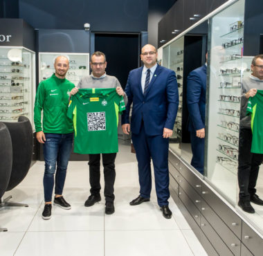 Bloch Optyk w Klubie Biznesu Warty Poznań. Wieńczysław Bloch, Marcin Janicki, Łukasz Trałka; fot. Adam Ciereszko