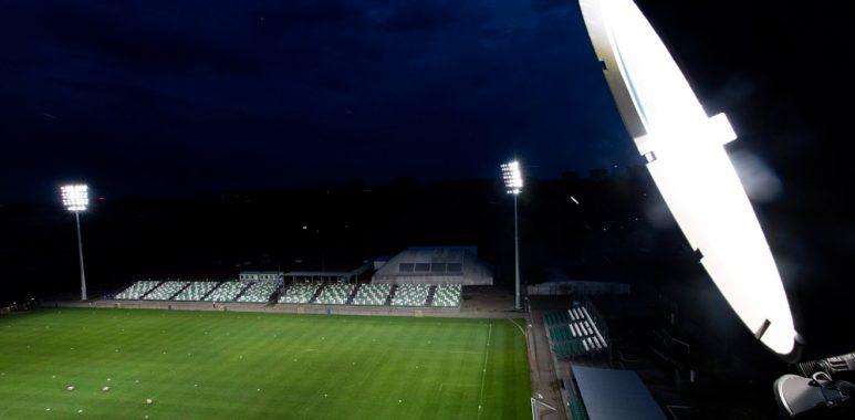 Jupitery na stadionie Warty Poznań przy Drodze Dębińskiej; fot. Adam Ciereszko