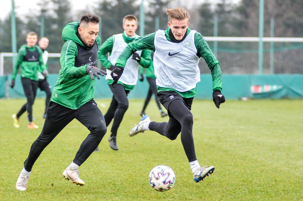 Bartłomiej Burman na treningu Warty Poznań
