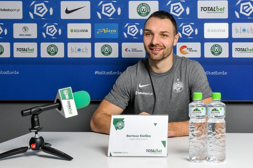 Bartosz Kieliba na konferencji prasowej Warty Poznań