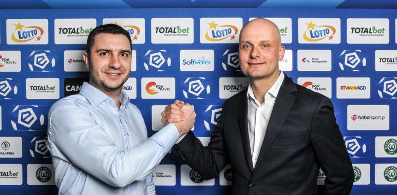 Bartosz Kaczmarek (Z lewej), właściciel firmy SoftWater i wiceprezes Warty Poznań, Bartłomiej Wolny