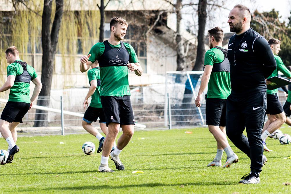 Trening Warty Poznań. Trener Piotr Tworek i Maciej Żurawski