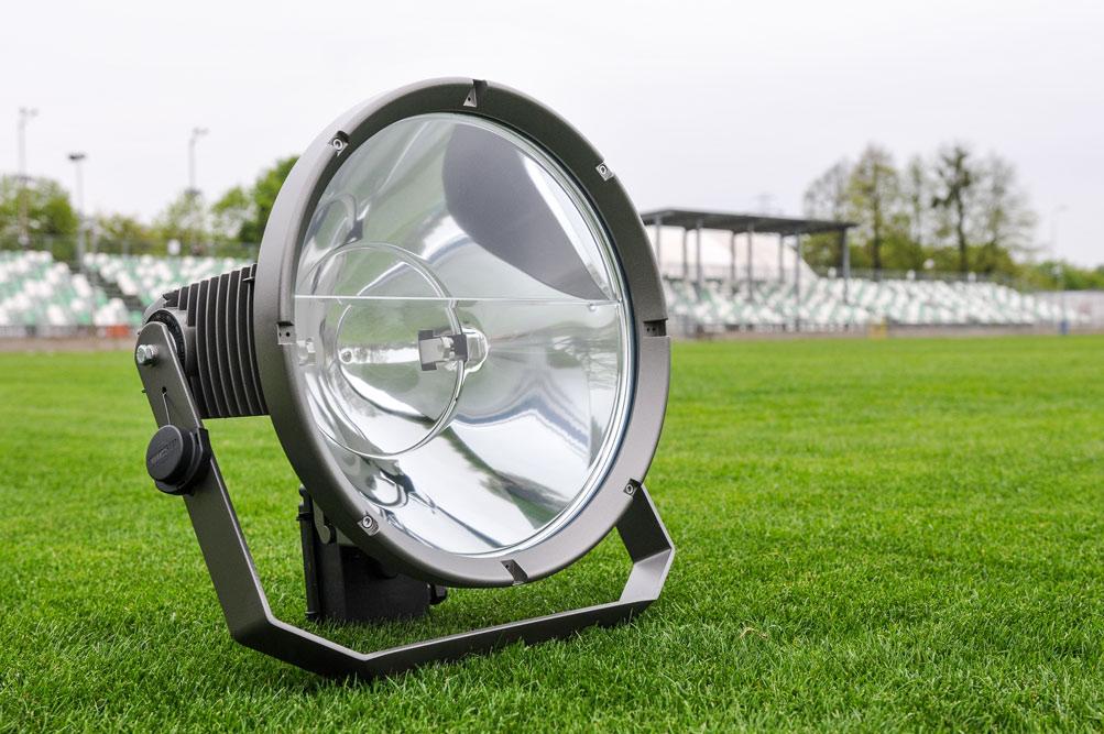 Lampy do jupiterów na stadionie Warty Poznań