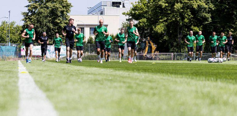 Pierwszy trening piłkarzy Warty Poznań przed sezonem 2021/22