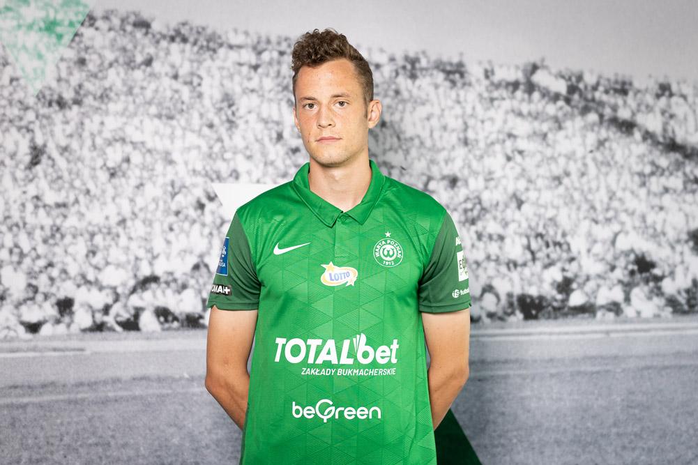 Jakub Sangowski w koszulce Warty Poznań