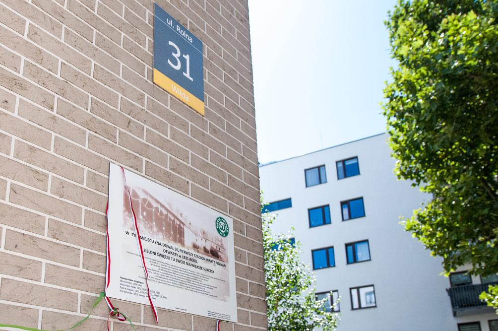 Odsłonięcie tablicy upamiętniającej stadion Warty Poznań przy ul. Rolnej